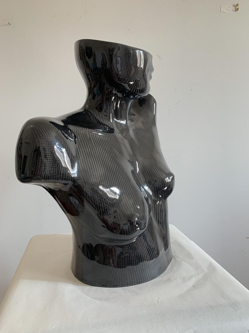 fibre-carbone-texture-nu-nude-bordeaux-artiste-femme-sein-noir-black-texture-artist-woman